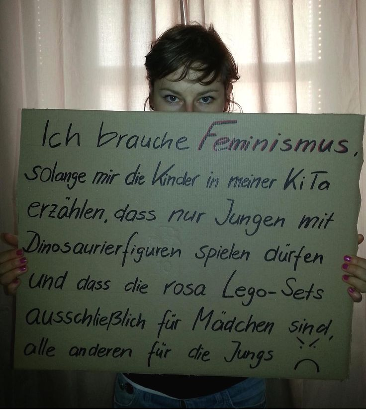 """""""Ich brauche #Feminismus, solange mir die Kinder in meiner KiTa erzählen, dass nur Jungen mit Dinosaurierfiguren spielen dürfen und dass die rosa Lego-Sets ausschließlich für Mädchen sind, alle anderen für die Jungs"""" (Das Foto hat Konstanze geschickt an info@werbrauchtfeminismus.de)"""