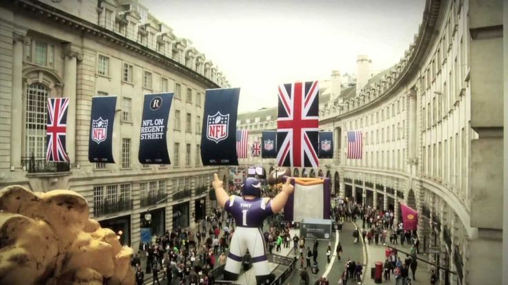 Regent Street and @NFL Official let London know American Football was in town by hosting a 'Block Party' on Regent Street's Mile of Style including @Minnesota Vikings Cheerleaders and @Pittsburgh Steelers Football.