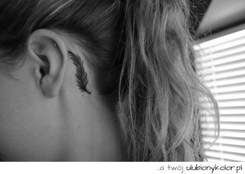 tatuaż, damski, dyskretny, za uchem, piórko, tatoo, piękny