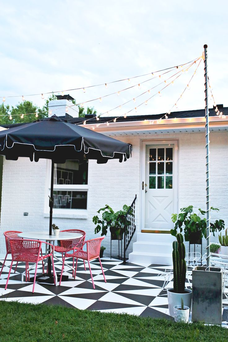 Create Outdoor Patio Lighting Without a Pergola (Renter Friendly!) | A Beautiful Mess | Bloglovin'
