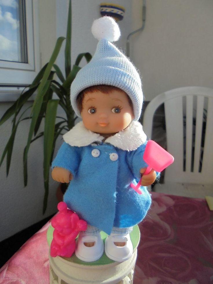 Eine kleine Puppe-Junge, 13 cm mit echten Haaren,hat Bekleidung und Zubehör