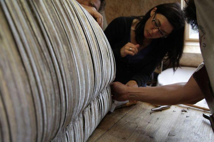 les 98 meilleures images propos de tapissiers sur pinterest fauteuils v tements bandeaux et. Black Bedroom Furniture Sets. Home Design Ideas