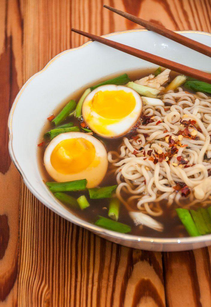 Sopa japonesa Shoyu Lamen de frango e ovo | Cozinha do João