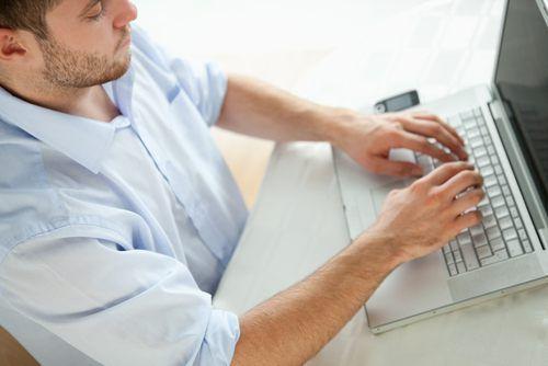 Die Online-Bewerbung wird immer beliebter.  Worauf Bewerber beim Schreiben achten müssen...