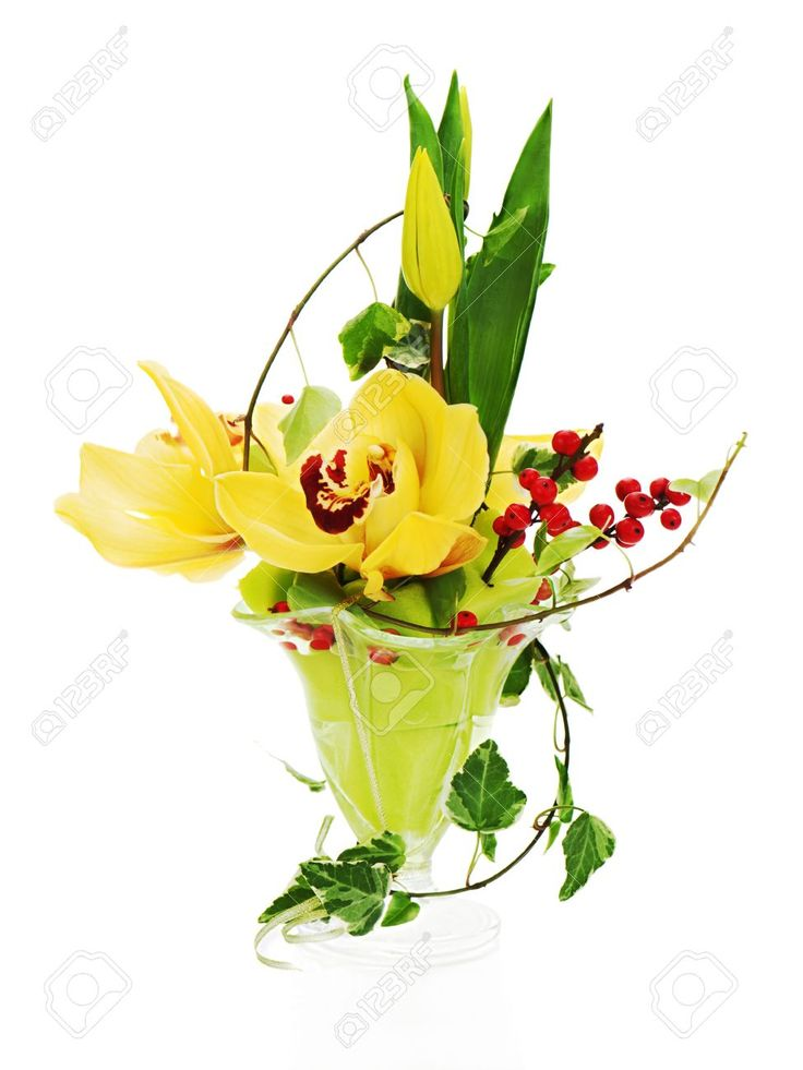17687831-bouquet-da-orchidee-tulipani-e-edera-centrotavola-disposizione-in-vaso-di-vetro-isolato-su-sfondo-bi-Archivio-Fotografico.jpg (975×1300)