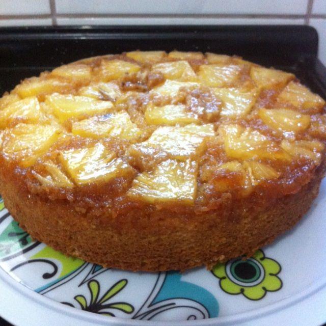 Receita de Bolo de abacaxi caramelizado muito simples. Enviada por @MyGostosuraDoBem e demora apenas 60 minutos.
