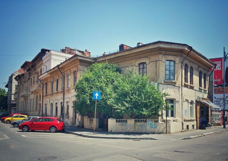Strada Visarion / aşezamintele Brătienilor / zi însorită Source: Bucuresti Realist. Toate drepturile rezervate.