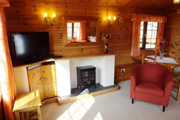 Set in the heart of Stepaside near Pleasant Valley on a quiet and peaceful development of timber lodges, No. 23 is a very comfortable self catering holiday home. Just a short walk (1.5 miles) takes you to Wisemans Bridge and its pretty beach, where you can also enjoy a drink and home-cooked food at Wisemans Bridge Inn.
