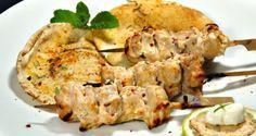 σουβλάκια κοτόπουλου μαριναρισμένα σε πικάντικο γιαούρτι - Pandespani.com