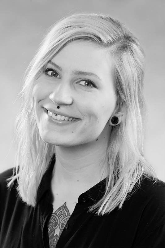 Uusi kampaaja VELVET Töölössä! Katja Suomalainen aloittaa ma 1.8.2016 ja ajanvarauksia voi jo tehdä hänelle osoitteessa http://velvet.fi/helsinki-toolo/ajanvaraus-toolo/ tai soittamalla 09 445 855. Tervetuloa!