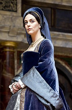 This actor, Miranda Raison, is dressed as a female actor in Elizabethan times. Although in that time period only men were allowed to act in plays.