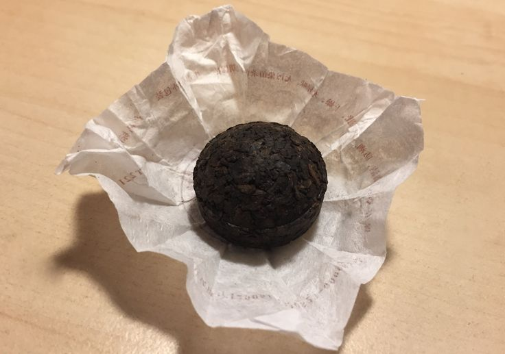 In China, Puerh detox tea commonly comes as a 'cake' – compacted dried mature tea, which has been 'fermented' for more than a year. It is the way the tea cake is made that influences its usage. The idea is you break off as much as you want, steep it for about 3-4 minutes for the authentic experience and a strong and earthy taste. Our Puerh tea cakes can provide more than 120 cups of tea and come as 20 wrapped pellets in a little wicker basket. NOW only £10.99