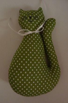 petit doudou  chat en tissu vert à pois blancs : Jeux, jouets par tendance-slave