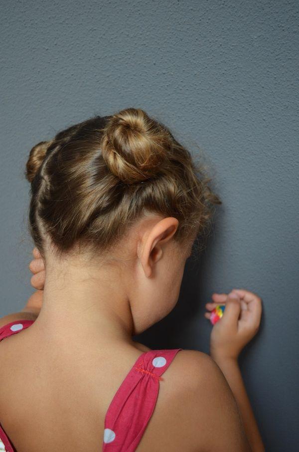 Tre acconciature facili da realizzare da sole, tre chignon fai da te spettinati anche per bambini.