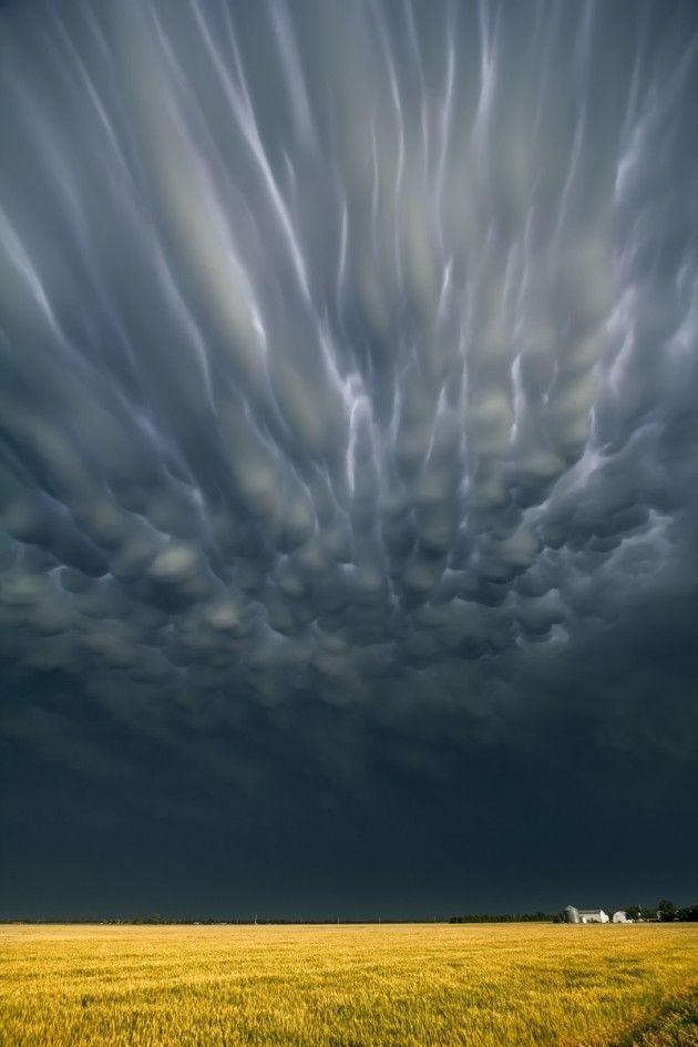 O Arriscado e criativo trabalho do fotógrafo especializado em clicar tempestades