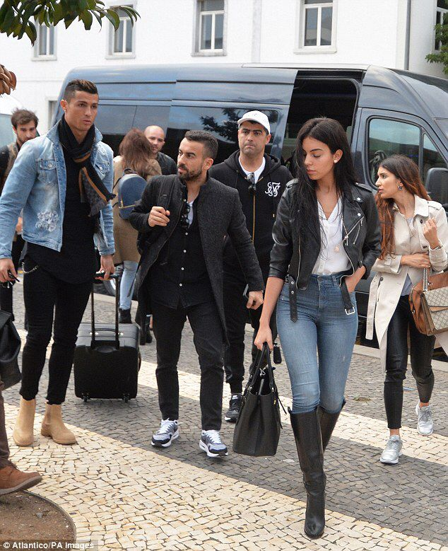 Ronaldo's girlfriend Georgina Rodriguez flaunts her pert derrière #dailymail