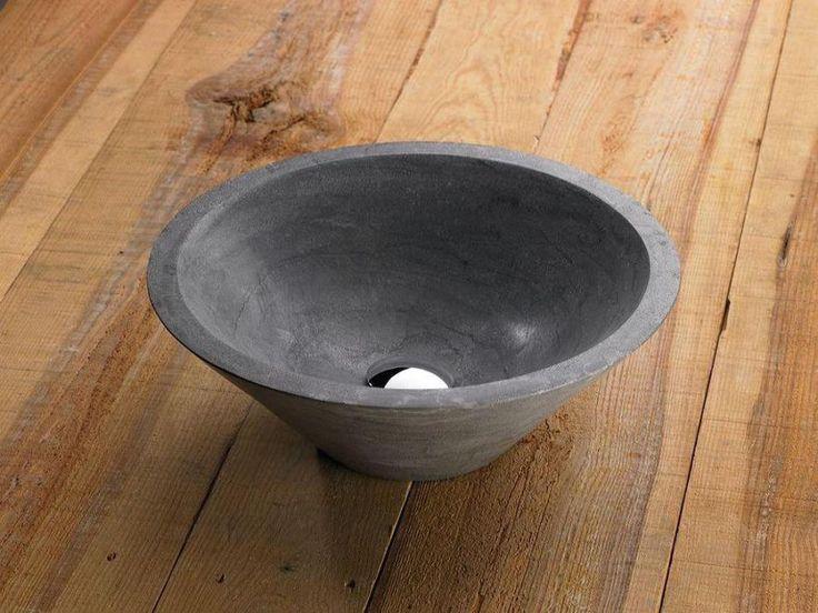 € 235,- Lambini Designs B-stone waskom Grey Atlas 2 - natuursteen - 40x40x15cm - 15cm (H) - 40cm (B) - 40cm (D)  Een natuurstenen waskom met een antraciete uitstraling. Standaard zit er bij de waskom een design sifon en luxe afvoerplug geleverd.  #waskom #natuursteen #opbouw #rond #ontwerp #trend #mooi #natural