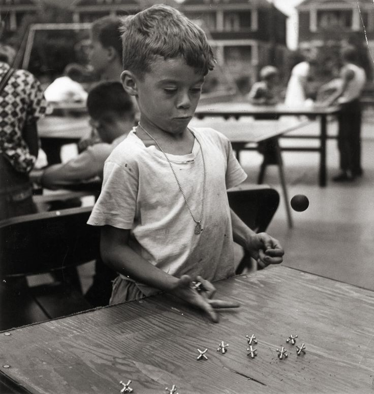 Bayway Community Center, Elizabeth, NJ;    photo by Esther Bubley, 1944