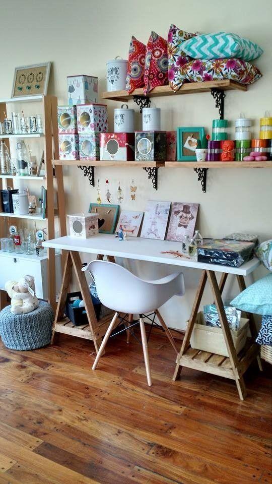 M s de 1000 ideas sobre escritorios reciclados en - Mesa con caballetes ...