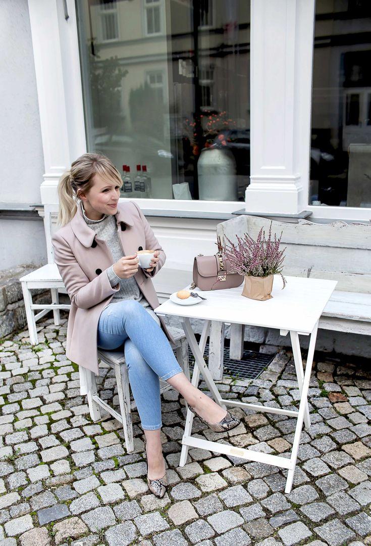 Von Einsamkeit und rosa Mänteln der Marke Hallhuber