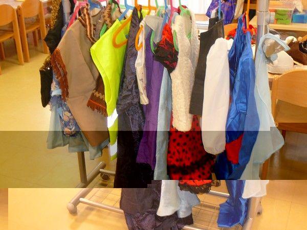 Ecole maternelle Kergomard-st Gratien (95) - Un coin déguisement dans la classe 2.
