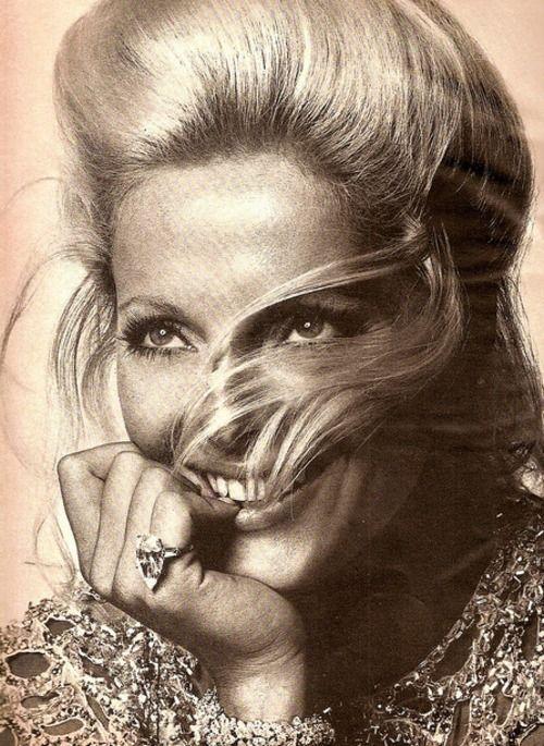 Virna Lisi (Harper' s Bazaar 1969 )