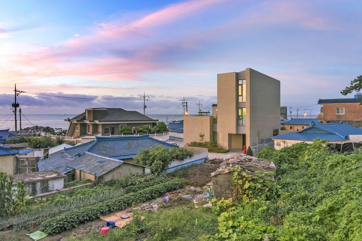 Gallery of Seaside Wall House / KHY architects - 1