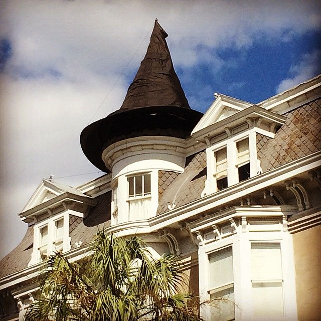 witchs hat on a charleston home charleston halloween witch - Homes Decorated For Halloween