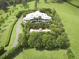 Beauty Falls - Private, luxurious and spacious Vacation Rental in Noosa Heads from @homeawayau #vacation #rental #travel #homeaway http://www.homeaway.com.au/holiday-rental/p404861874