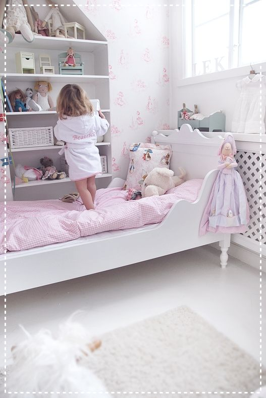 Such a beautiful kid's room. The white makes it look so fresh and airy.