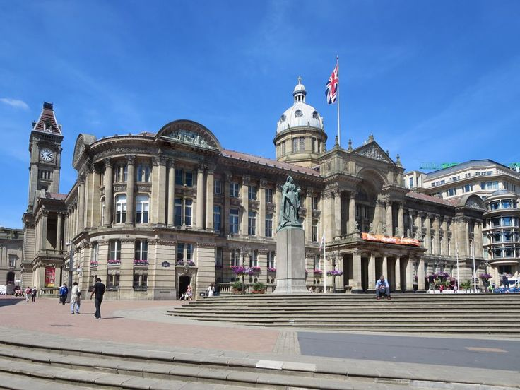 A statue of Queen Victoria stands before the Council House (1879) on Victoria Square in Birmingham, England.