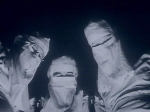 1001 Videoclips Para Ver Antes de Morrer: 0257. Metallica | One  Apesar de toda a loucura e selvageria transmitida, o mais profundo horror deste videoclipe é ter chegado perto da realidade da Guerra. > http://ads.tt/1D8HB