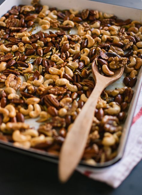 Rosemary Roasted Nuts Recipe - perfect for parties and snacks!
