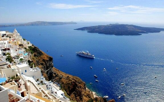 This wonderful photo of #Caldera explains why #Santorini is one of the natural wonders on planet earth! Scientists and archaeologists have linked it with the myth of #Atlantis .