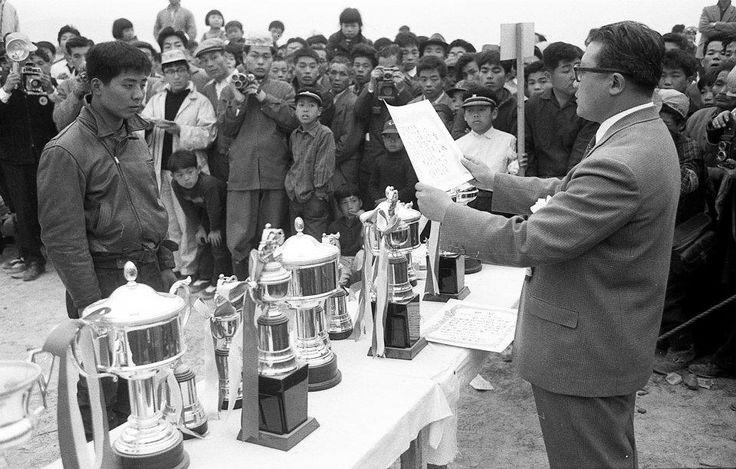 1954 All Japan Motocross in Osaka Shinodayama.  Kazuo Kubo (Johoku Riders) Fumito Sakai (MCFAJ chair man)