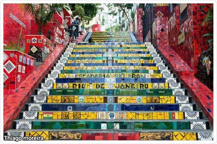 Escadaria Selarón na Lapa, decorada pelo artista chileno (Jorge Selarón) radicado no Brasil morto em 2013, by Thiago Moreira.