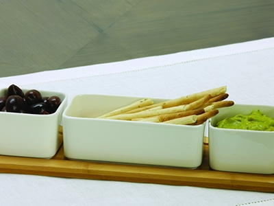 Alfresco dips & tray s/4 Features 3x twice-glazed porcelain bowls on a sustainable bamboo tray.   Tray size 38x12 H7cm   Now available at Papaya Online http://www.papaya.com.au/product-details.aspx?ProductCode=PLA125