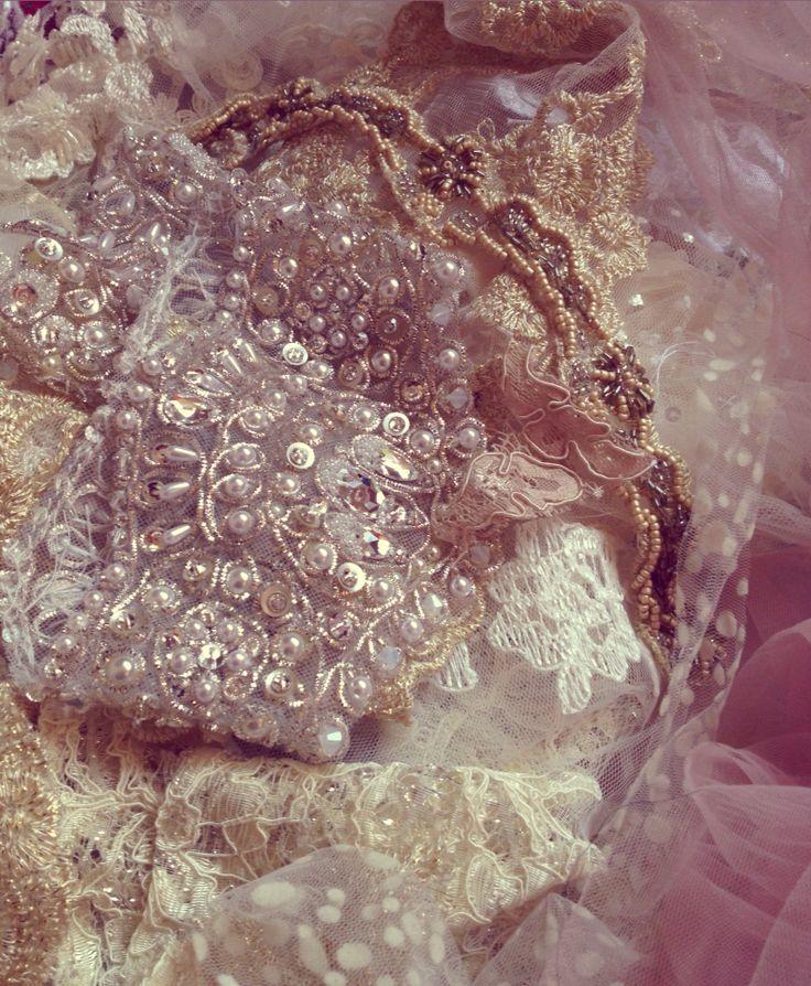 Work in progress... Accesorii de mireasa ❤️ #bride #accesoriimireasa #accessoriesforstars #brideaccessories #pearls #perle #swarovski #cristale #ivory #lace #brasov #mireasa