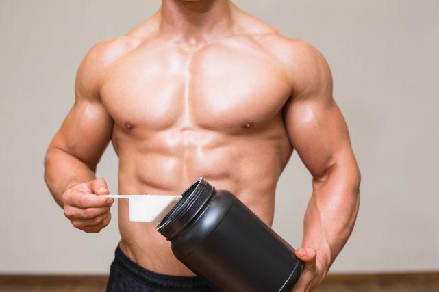 Autrefois réservés aux culturistes et aux athlètes de haut niveau, les suppléments à l'entraînement ont aujourd'hui la cote même auprès des sportifs de week-end. On les consomme essentiellement pour augmenter sa masse musculaire et perdre du gras. Mais aussi pour réaliser de meilleures performances. Coup d'oeil sur la tendance.