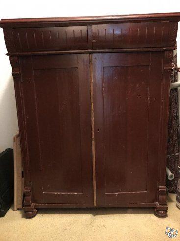 Brunt skåp två lådor två dörrar tre hyllor höjd 128cm längd 98cm. 500kr oktober 2017