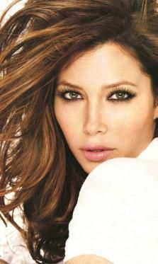 Jessica Biel with beautiful chocolate brown hair and caramel highlights