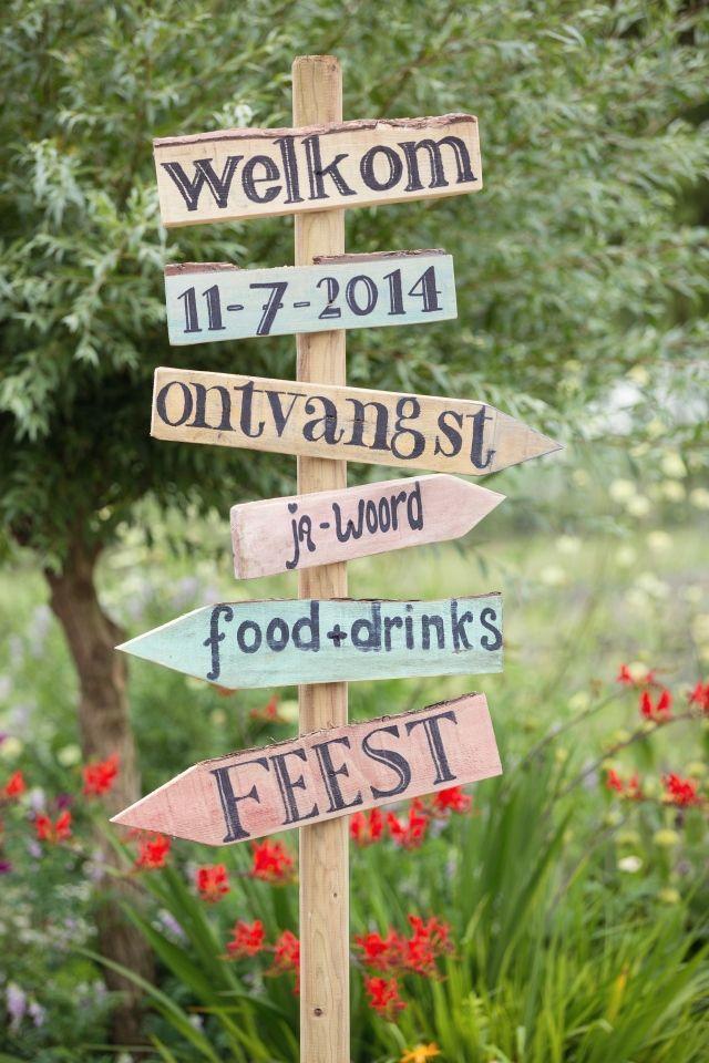 25+ beste idee u00ebn over Houten Bruiloft Borden op Pinterest   Herfst bruiloftsgasten, Rustieke