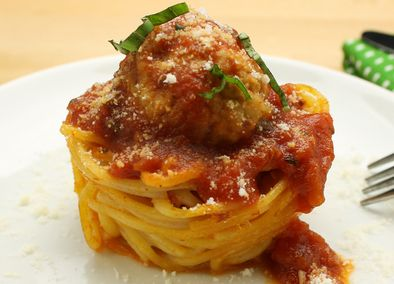 These Spaghetti  Meatball Nests are great for dinner with the family or as bite-size appetizers for your dinner party! #tapas #apps