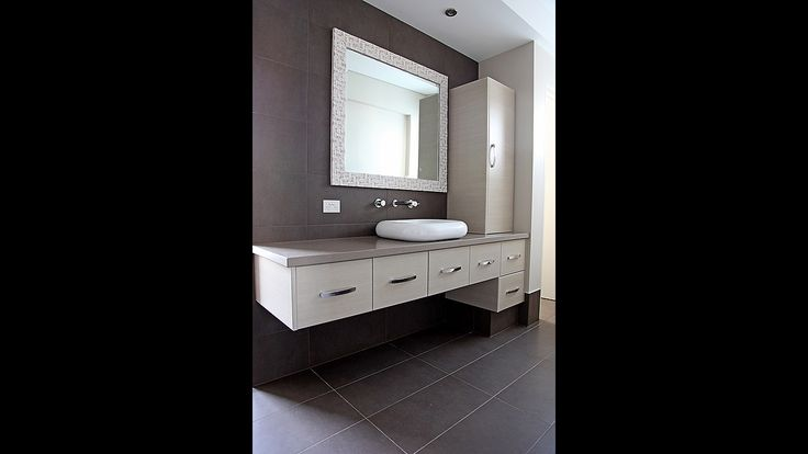 Charcoal and white ensuite, modern ensuite, white vanity, single basin