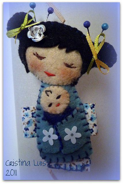 *FELT ART ~ kokeshis mamá   Flickr - Photo Sharing!