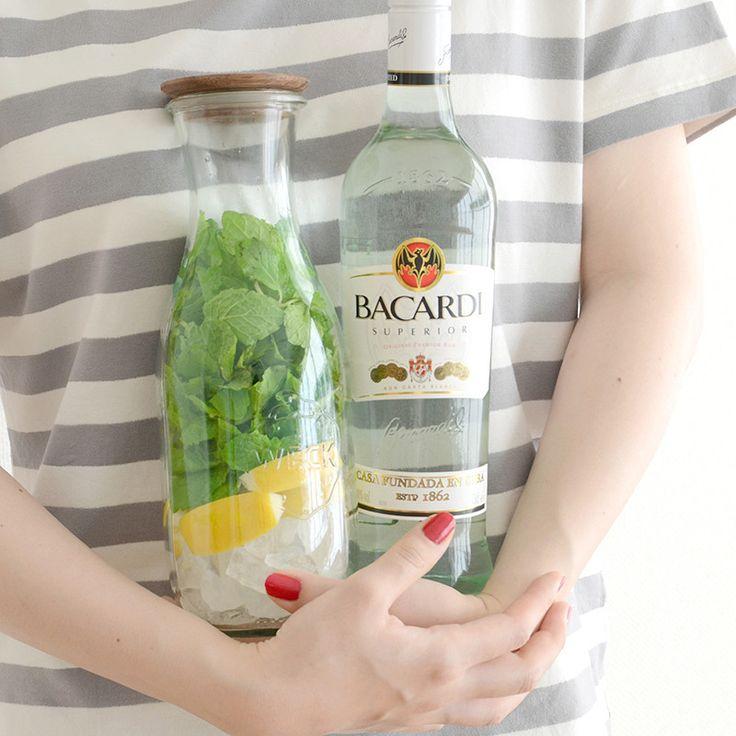 自家製ミントリキュールを使って作る、お手軽モヒートのレシピをご紹介。あつーい夏にピッタリの爽やかなお酒です。