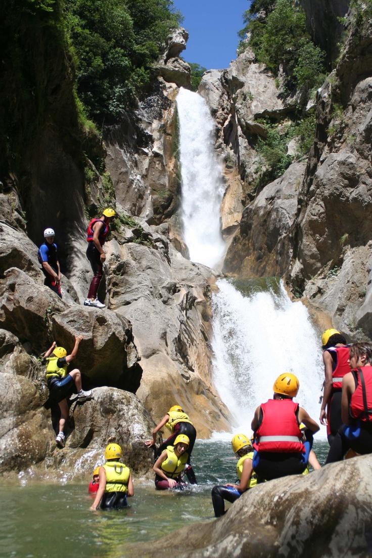 Canyoning in Kroatie - je kunt meer doen dan alleen strand! Tijdens de actieve strandvakantie Kroatie hebben we oa canyoning op het programma.