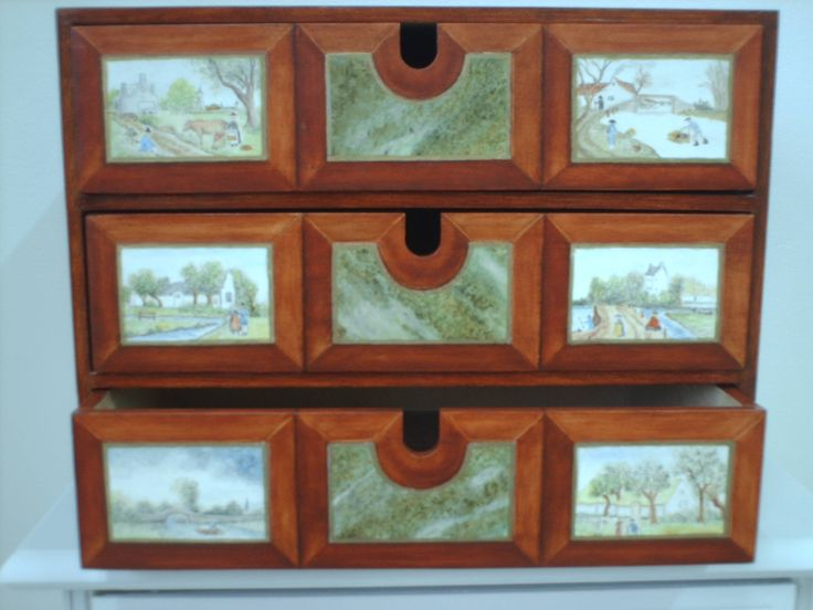 Drawer with painted mahogny and marble. The small paintings are copy of old Dutch painters. Webshop - fredrikalinse.tictail.com