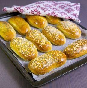Ett lättbakat och mjukt bröd! Perfekta att äta som frukostbröd eller att fylla med en god röra. Det mest optimala vore om man hade en bakmaskin som knådar degen länge. Har man inte det så se till att knåda ordentligt för hand.