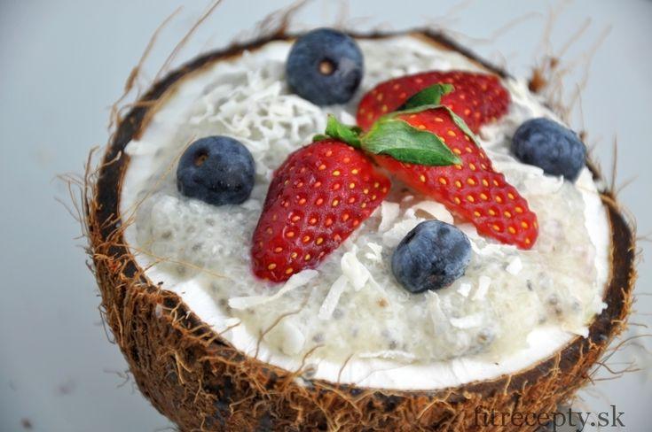 Lahodný a možno trocha nezvyčajný puding z tapiokových perličiek s pridaním chia semienok a kokosu. Pripraviť si ho môžete aj s proteínovým práškom a tým si prispôsobiťpríchuť pudingu. Čo je to tapioka? Tapioka je v podstate ľahký bezlepkový škrob s neutrálnou chuťou, ktorý sa vyrába z koreňa rastliny maniok (známa tiež ako yuca). Tapioku môžete […]